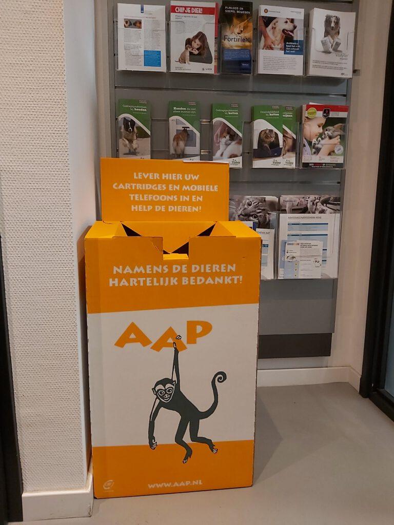 Stichting aap, inzamelbox, cartridges, mobieltjes, inzamelen